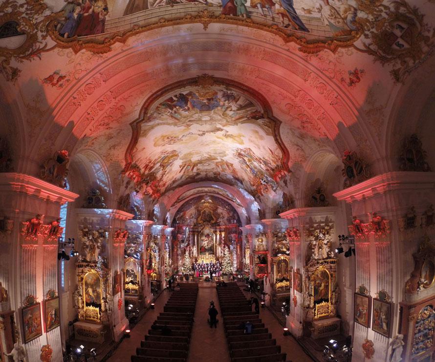Kloster Raitenhaslach Tontechnik Lichttechnik Festinstallation Farbstimmung rot Weihnachten